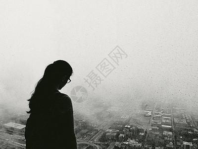 美国伊利诺伊州芝加哥市的妇女侧影图片