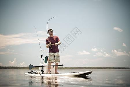 在美国佛罗里达州圣乔港的木筏上捕鱼图片