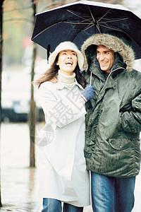 伞下情侣图片