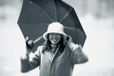 带伞的女人图片
