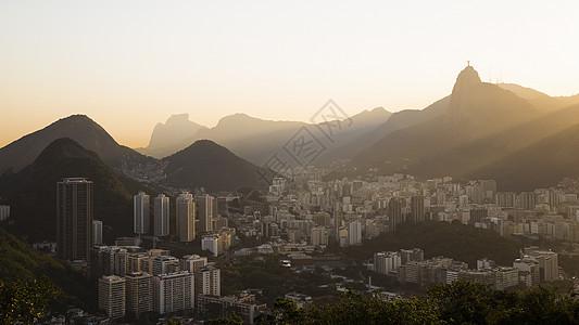 巴西里约热内卢黎明时救世主基督的远视图图片