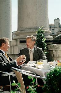 商人吃早餐图片