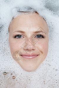 洗澡女人的脸图片