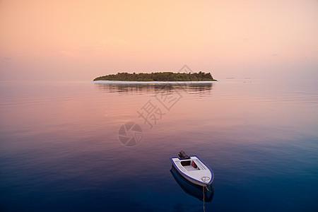 马尔代夫南胡瓦杜环礁哈沃迪加拉岛海上游船图片