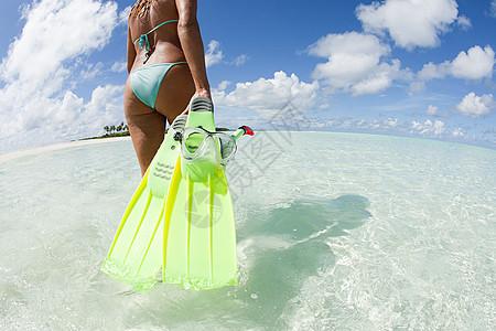 马尔代夫拉阿姆环礁卡德霍岛上的一名女子图片