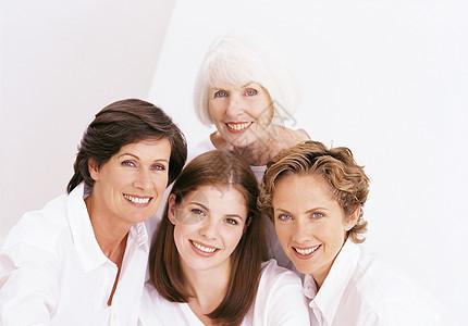 四位女性家庭成员的肖像图片