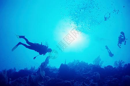 海上潜水者图片