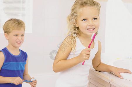孩子们刷牙图片