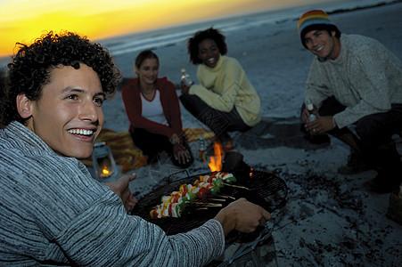 海滩烧烤图片