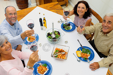 朋友一起吃饭图片