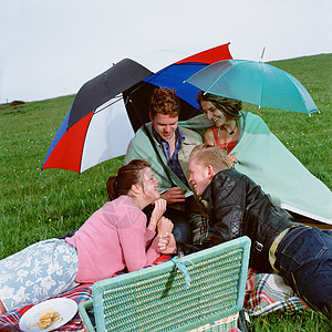 和朋友野餐图片