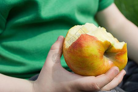 吃苹果的孩子图片