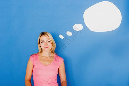 有思想泡沫的女人图片
