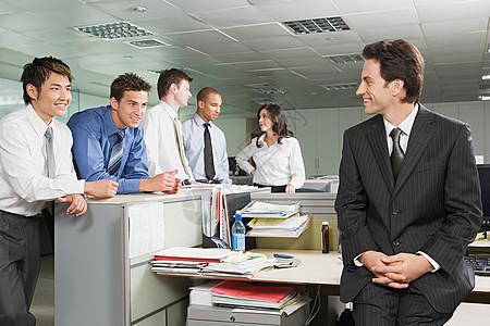 经理与员工聊天图片