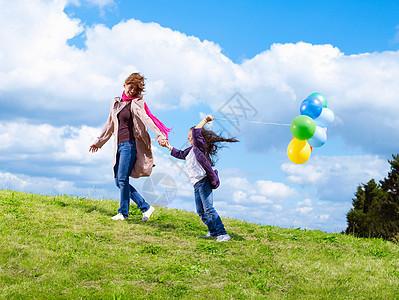 带着气球的母女图片