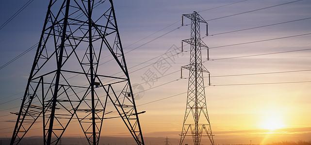 日出时的电塔图片