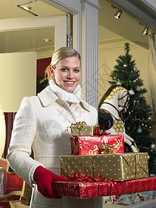 带礼物出门的女人图片
