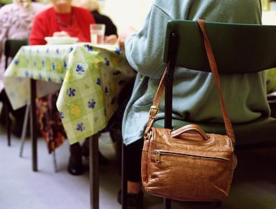 老年人在吃饭图片
