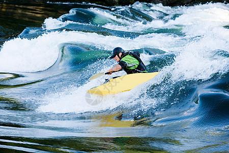 男子皮划艇运动员图片