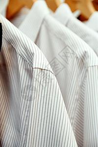 一排条纹衬衫图片