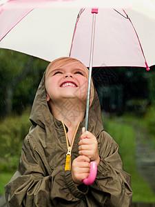拿着伞微笑的女孩图片