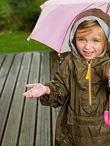 伞下的年轻女孩图片