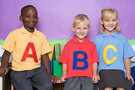 三名小学生图片