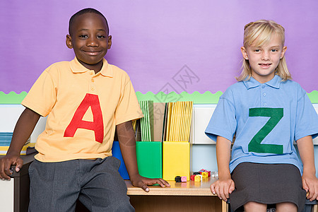 两名小学生图片