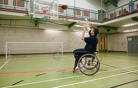 打篮球的残疾人图片