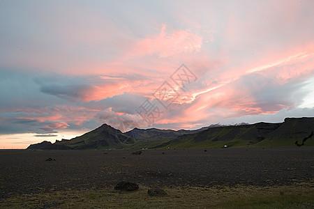 火山上的日落图片