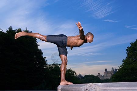 保持平衡的运动员图片