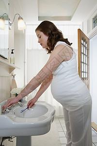 拿牙刷的孕妇图片