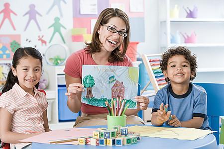 老师和孩子图片