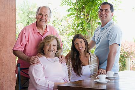 家庭成员的肖像图片