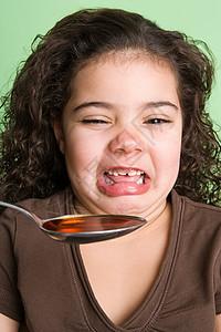 女孩讨厌吃药图片
