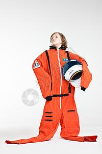 打扮成宇航员的男孩图片