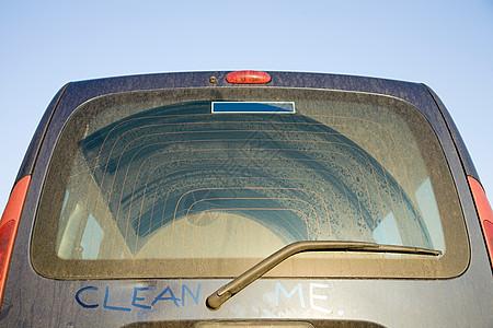 充满污垢的车辆图片
