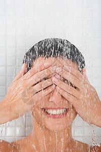 女人洗澡图片