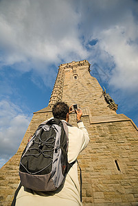 拍华莱士纪念碑的人图片