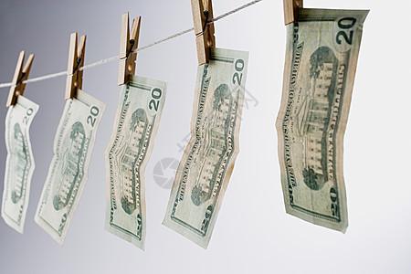 晾衣绳上的钞票图片