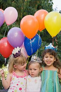 参加生日聚会的女孩们图片
