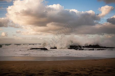 美国夏威夷海滩上的波浪图片