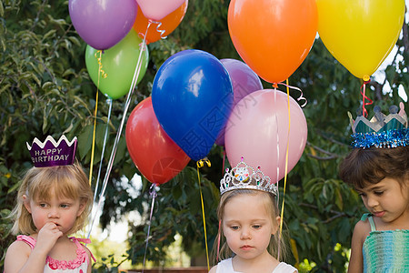 拿气球的女孩图片