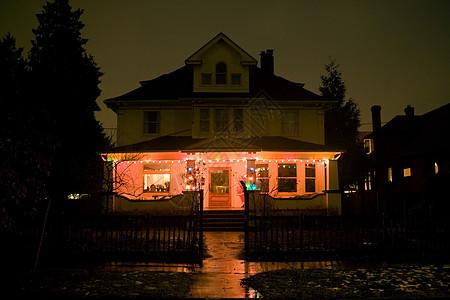 晚上家里的圣诞灯亮着图片