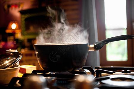 煤气灶上的蒸锅图片