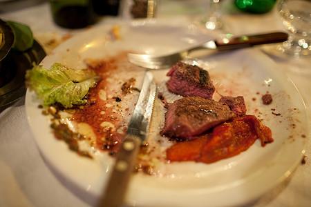 盘子里的饭图片
