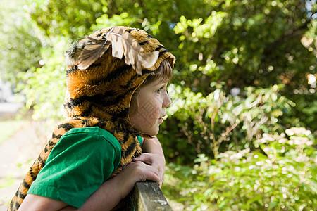 打扮成老虎的男孩图片
