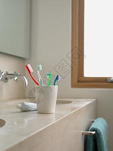 杯子里的牙刷图片