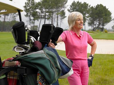 资深女子高尔夫球手图片