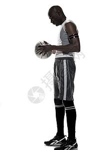 拿着篮球的年轻人图片